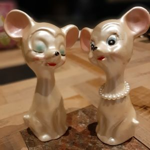 Amazing  kitschy vintage mice salt and pepper shakers